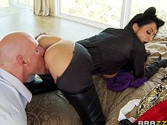 Ava Addams Serves A Titjob To Johnny Sins Before Going Hardcore