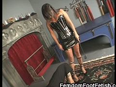 Sexy Rosy shows off her feet in some straped high heels and let's a guy worship them. She wants to show him that she is the boss and makes him lick her toes.