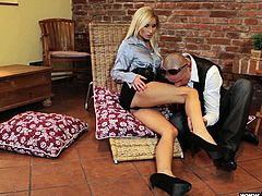 A sexy blonde babe drinks champagne with a guy. He starts to kiss her legs and lick boobs to turn her on. Then this girl gives a blowjob and gets fucked in her dripping pussy.