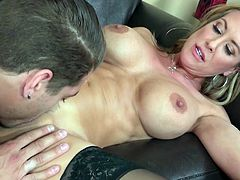 If someone knows how to make a guy horny it is Brandi Love. This scorching blonde knows a lot about oral sex. She sucks her lover's meat stick with unbridled passion. Then she makes him eat her delicious pussy.