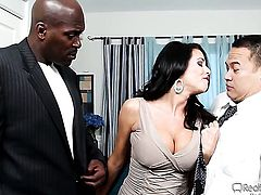 Veronica Avluv moves her mouth the right way to help Lex Steele bust a nut