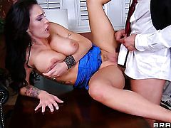 Jenna Presley with giant boobs shows oral sex tricks to Toni Ribas with passion and desire