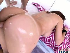 Tall and sexy Lizzie Tucker oiled ass bounces while fucked