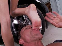 Erica Fontes is fucked by a guy after cleaning his car