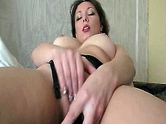 BBW fingering pussy and has orgasm