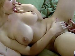 Eye catching chick Sophia Knight puts on a good lesbian show