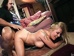 Ron Jeremy gives magically sexy Joclyn Stones mouth a try in oral action
