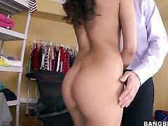 Senorita Vicki Chase with juicy booty gets fucked silly by sex hungry guy