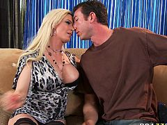 Juggy blonde milf Diamond Foxxx gives tugjob to Jordan Ash