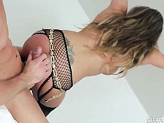 Ryan Madison gets pleasure from fucking in her sweet mouth