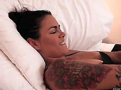 Dana Vespoli has some lesbian sex fantasies to be fulfilled with Julia Ann
