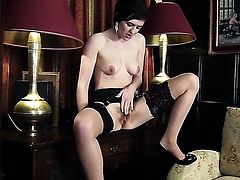 Fawna Latrisch strips down to her bare skin to play with her fuck hole naked