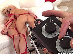 vixenx - Two blonde babes tied up and fuckmachine