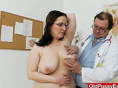 This perverted doctor examines this fat woman's huge melons. Next, he starts to examine her cunt, spreading it with a speculum and a dildo. He spreads it with a speculum and she pisses too.