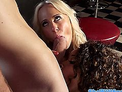 Squirter Carla Cox takes it in her ass during threesome
