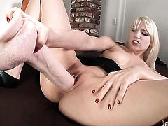 Ashley Jane shows her love for pussy rubbing