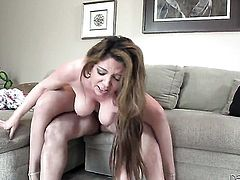 Tommy Pistol exlodes after Dangerously seductive cutie Kiki Daire gives magic throat job