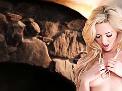 Sophia Knight cant stop toying her love hole