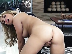 Mia Malkova cant live a day without dildoing her pussy