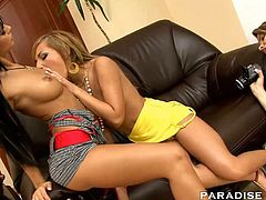 Angelica Black and Jennifer Love undress and lick each other´s wet pussies in this bonerific lesbian scene.