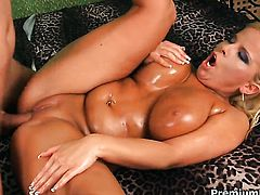 Lucie with big melons milking meat stick with her hot lips
