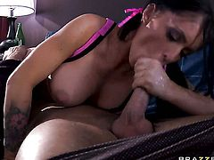 Jenna Presley with giant melons polishes Danny Mountains sturdy dick with her lips