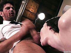 Manuel Ferrara cant resist super sexy Tessa Lanes acttraction and fucks her like crazy