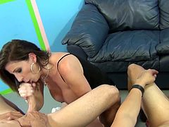 Randy pornstars give wicked blowjobs in hot foursome