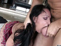 Sabrina Sweet shows oral sex tricks to David Perry with desire before she gets her fudge packed