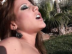 Anita Pearl kills time dildoing her muff pie for camera