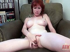 Zoey Nixon proves that her body is perfect after stripping