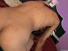 Busty Indian harlot gives a head to her boyfriend in bedroom