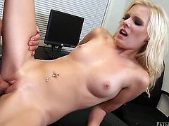 Peter North fucks alluring Elaina Rayes pretty face with his love torpedo