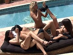 Amazing lesbian pussy-eating session on the poolside with Sunny Leone