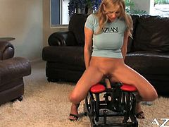 Julia Ann got her hands on the Rocker for the first time. She was a bit nervous in the beginning, but soon she realized how pleasant it is!