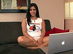 Sunny Leone talks to someone on the webcam in reality clip