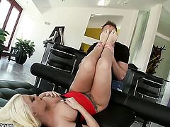 Blonde Britney Amber with juicy knockers cant wait to be banged in her mouth by hard dicked guy