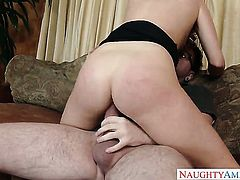 Dane Cross seduces Exotic Karla Kush into fucking
