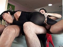 Oriental Mika Tan and her horny fuck buddy Steve Holmes both enjoy blowjob session