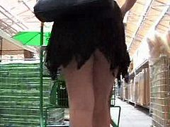 shopping upskirt no panty