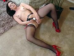 Definitely it goes with a saying that mommies knows best and that's what this stunning cougar Sarah Shevon did on this video as she knows what is best for her to toy her pussy.