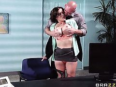 Johnny Sins is one hard-dicked dude who loves oral sex with Krissy Lynn with huge knockers
