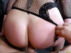 London Keyes lets Keiran Lee stick his fuck stick in her butthole after dick sucking