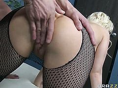 Kagney Linn Karter with juicy knockers sucks like a pro in oral action with Tommy Gunn