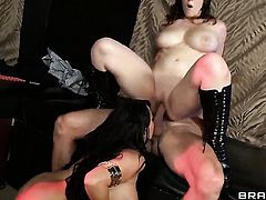 Noelle Easton lets Johnny Sins drill her sweet mouth