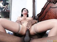 Sean Michaels has a good time banging Phoenix Marie with big butt