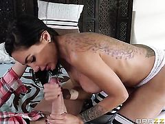 Chica Lela Star with big bottom gets her throat fucked to death by Xander Corvus