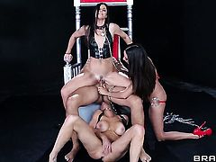 Keiran Lee cant resist sex crazed India Summers acttraction and bangs her like crazy