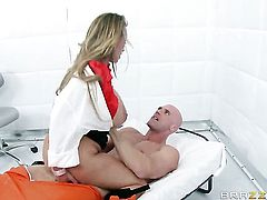 Johnny Sins has unforgettable oral sex with Hot blooded hooker Holly Halston with massive jugs