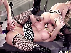 Asian Jessa Rhodes and Kendra James are in the mood for pussy munching